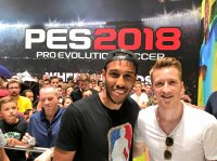 Обамеянг и Ройс сыграли с фанатами в Pro Evolution Soccer 2018